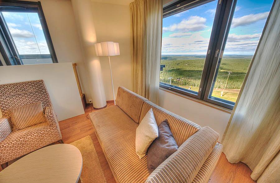 Avara ja valoisa Junior sviitti Hotel Levi Panoramassa takaa upeat maisemat!