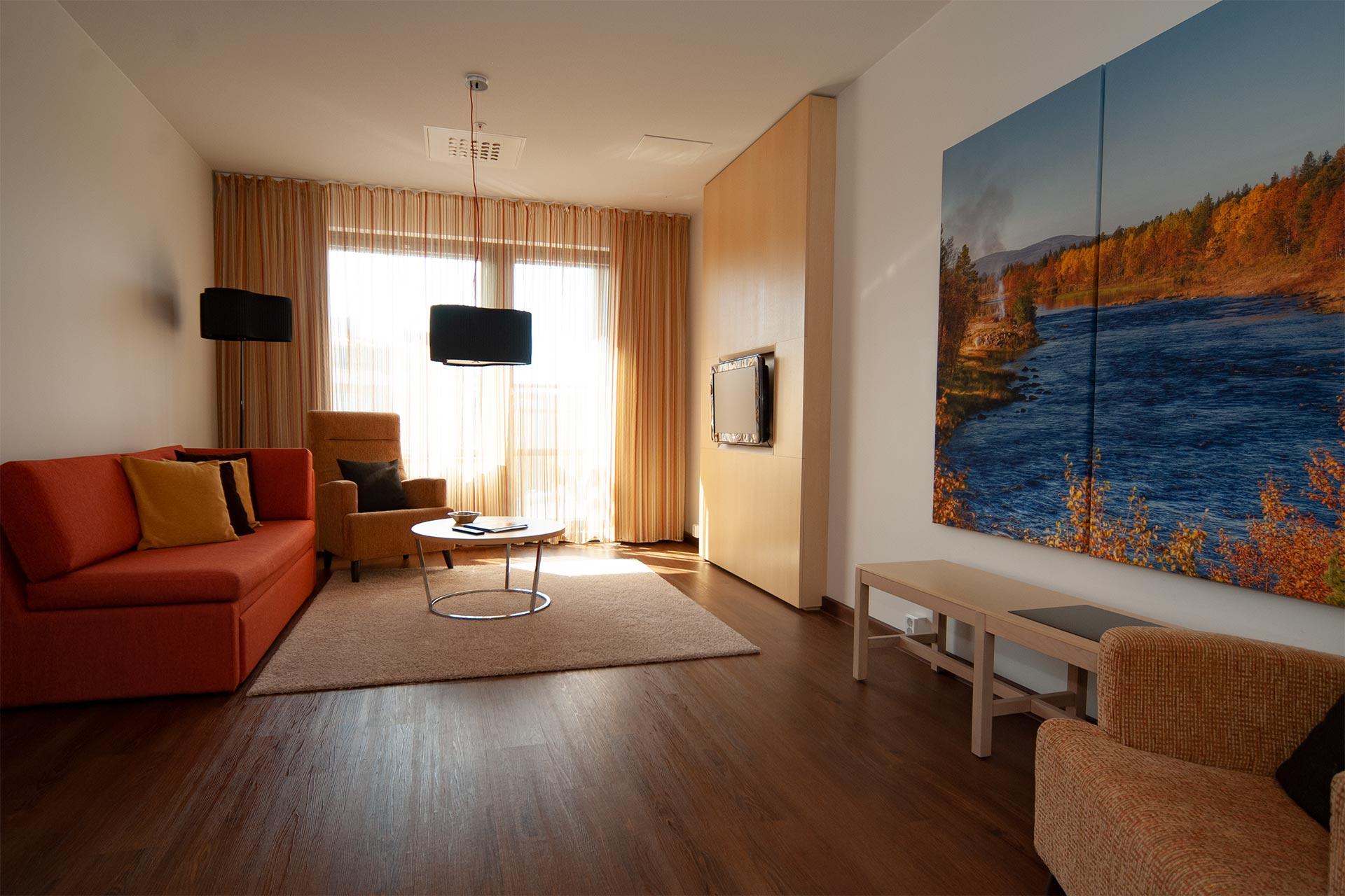 Avara ja valoisa Junior sviitti Hotel Levi Panoramassa takaa upeat maisemat ja tilaa!
