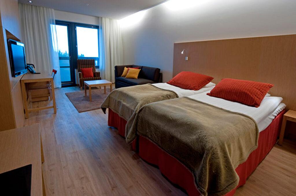 Viihtyisä ja tilava Superior hotellihuone Hotel Levi Panoramassa.