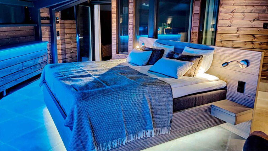 Hotel Levi Panoraman Sky Suitessa on lasikatto, joka avaa upean taivasnäkymän.