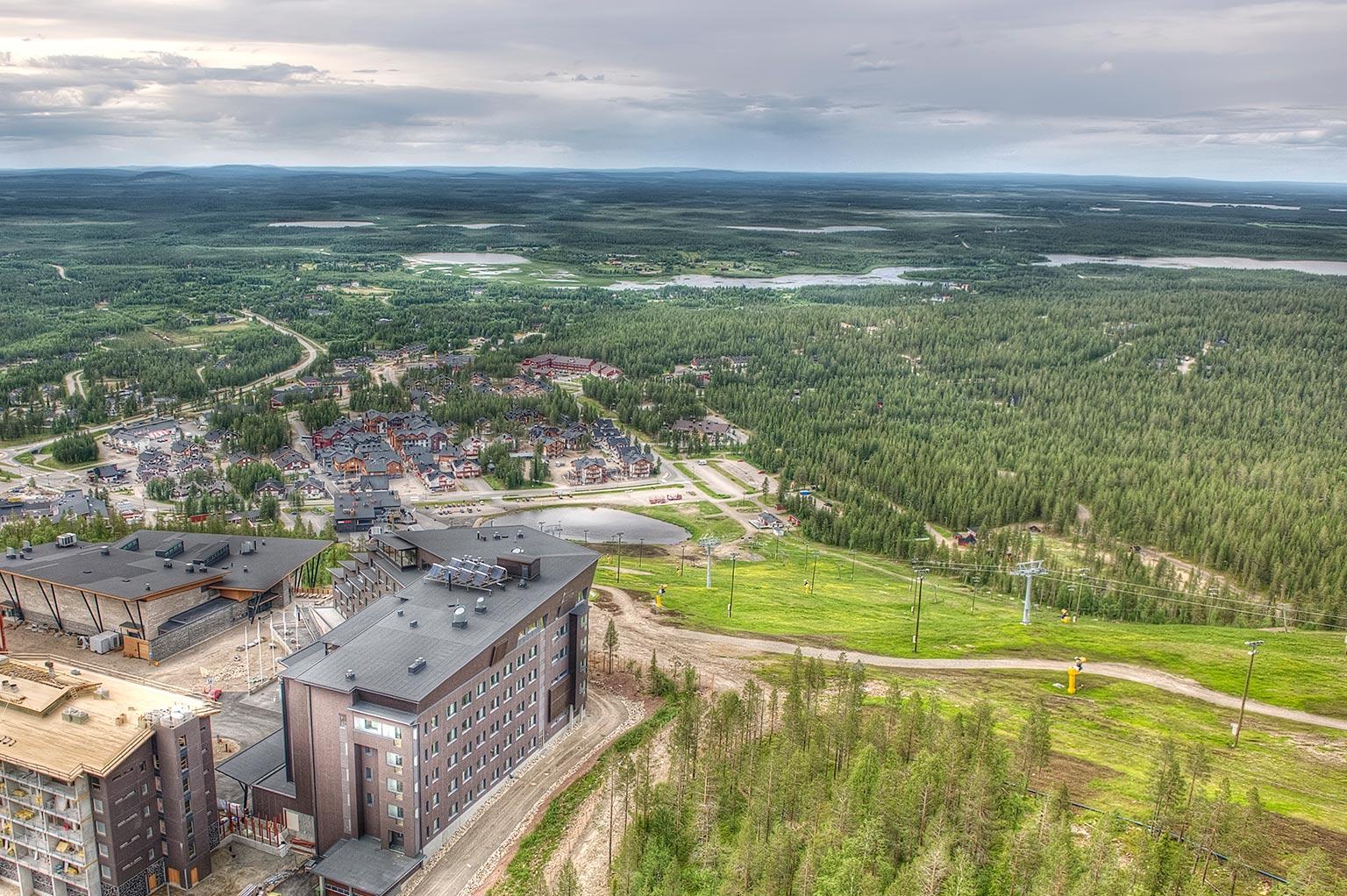 Levin tunturikylän ilmakuva kesällä.