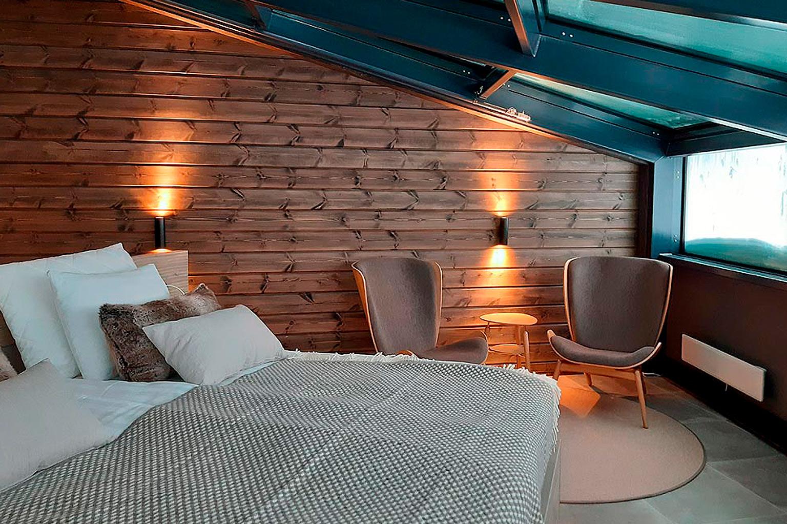 Sky Suite avaa upean näkymän Levin yötaivaalle ja tuntureiden ylle.