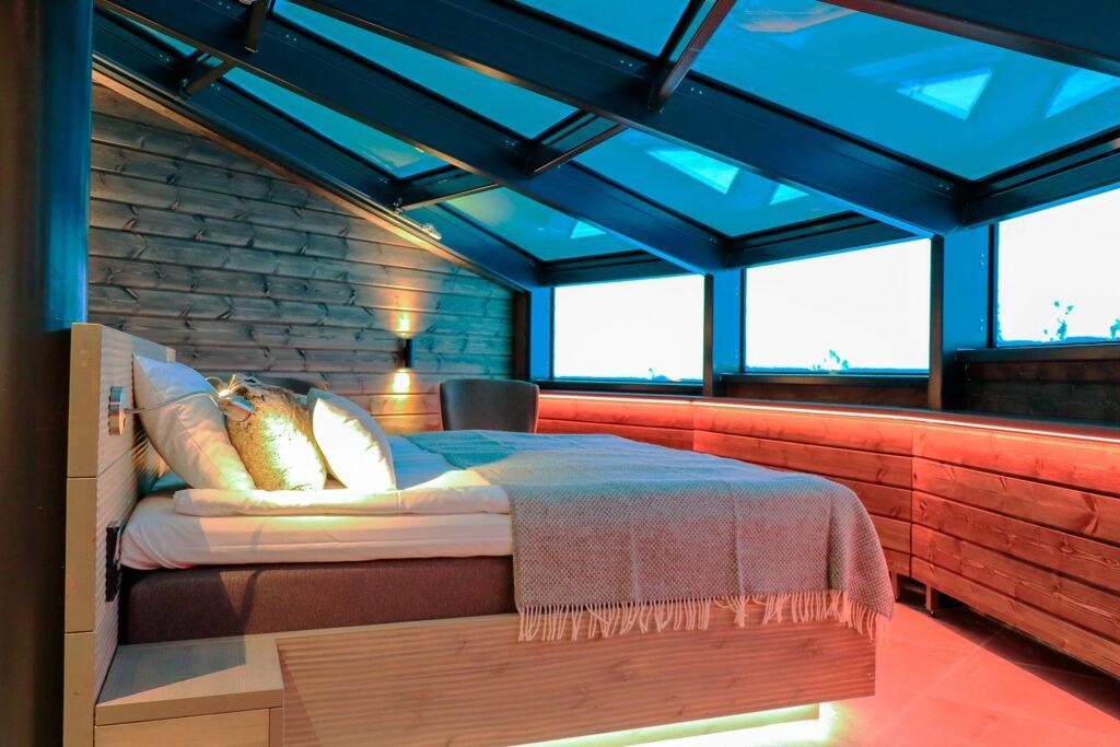 Uniikki Sky Suite hotellihuone Hotel Levi Panoramassa tarjoaa näkymät myös yötaivaalle.