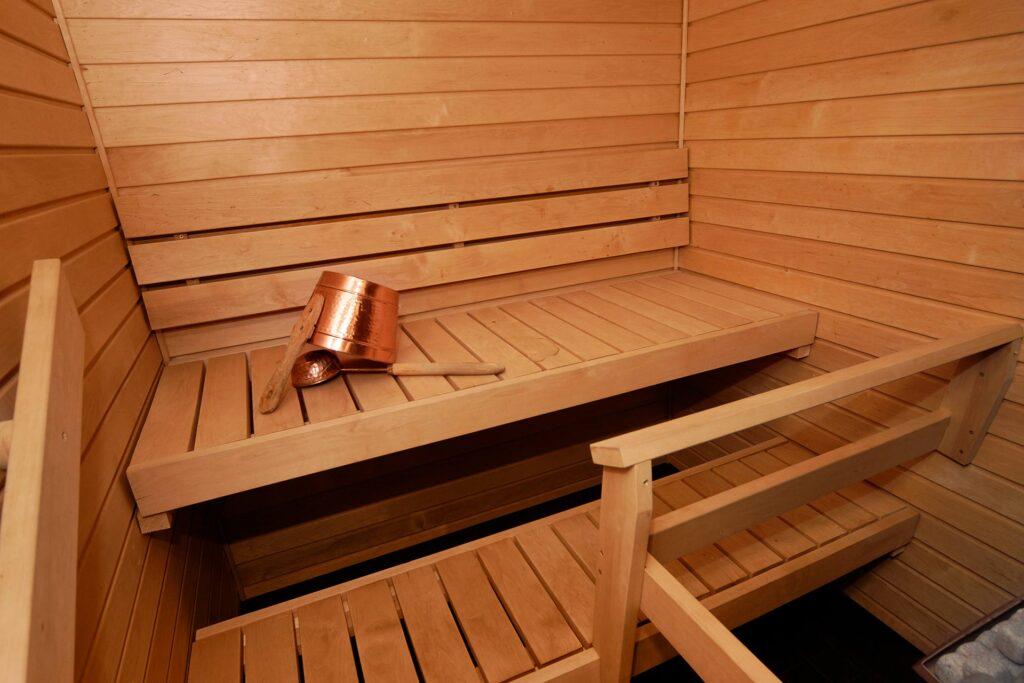 Sky Suite Deluxen kylpyhuoneessa on oma sauna Hotel Levi Panoramassa