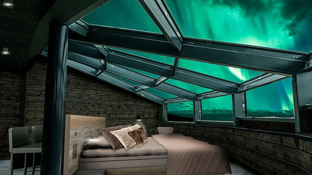 Sky Suite avaa upean näkymän Levin yötaivaalle, mikä sopii hyvin revontulien katseluun.