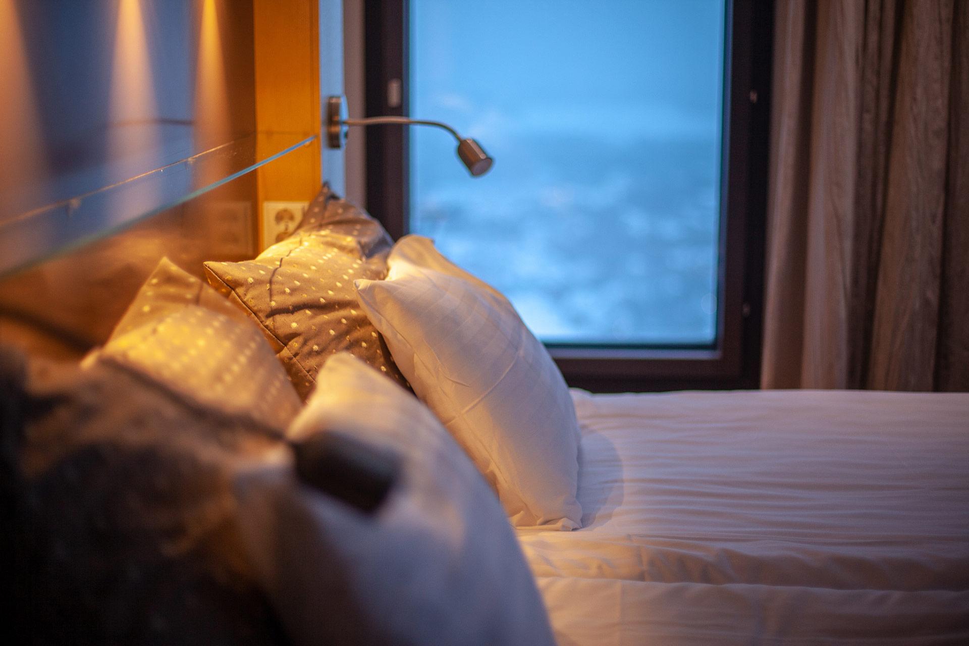 Viihtyisä hotellihuone maisemahotelli Levi Panoramassa Lapissa.