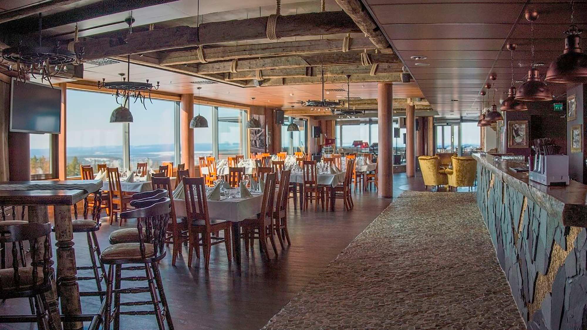 Uniikki juhlatila Gold Digger & Sky Lounge on sisustettu kullankaivuuteemalla