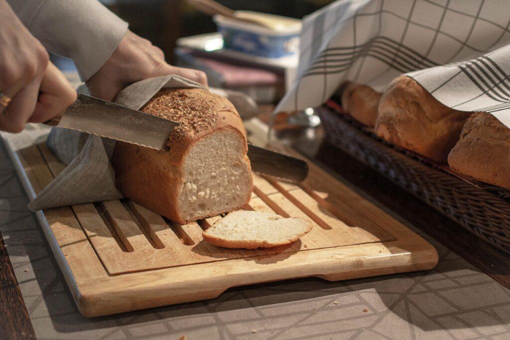 Ravintola Panoraman aamiaisella on tarjolla mm. tuoretta leipää.