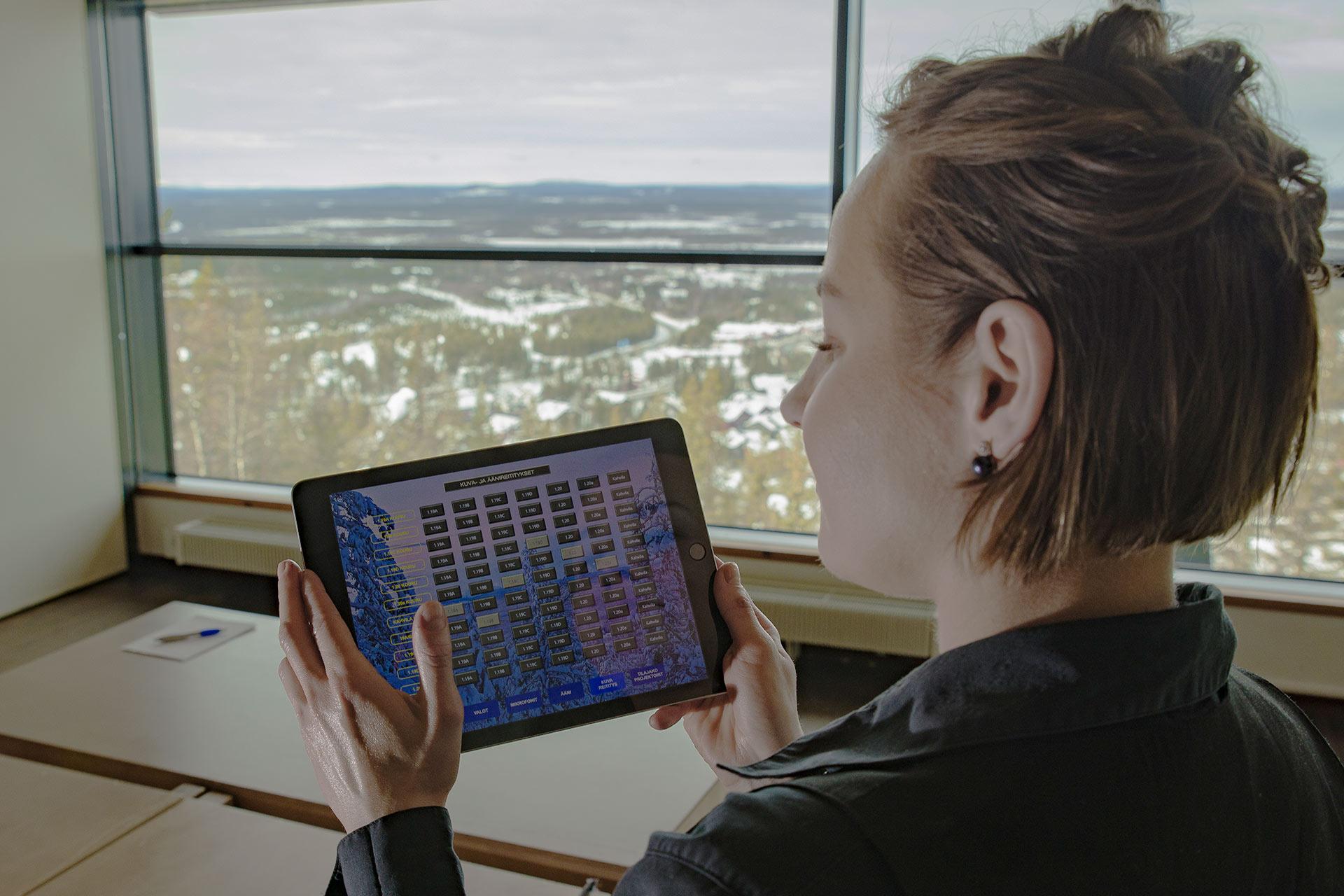 Levi Summitin kokoustiloissa on moderni tekniikka käytössä helpottamaan kokouksen sujumista.