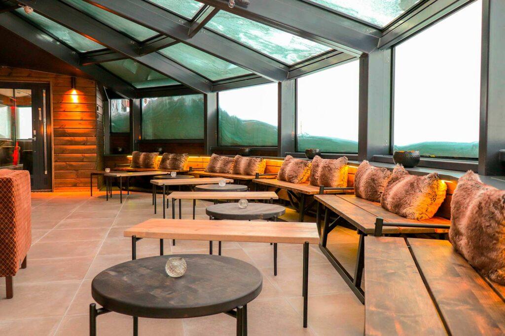 Gold Digger Sky Lounge on upea lasikattoinen juhlatila Levillä, joka sopii erinomaisesti yksityistilaiksuuksiin.