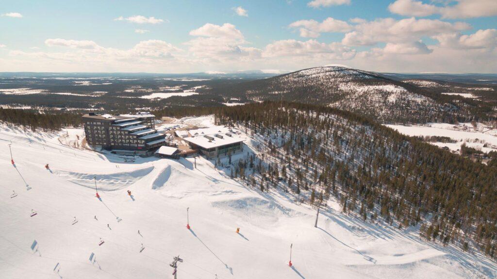 Hotel Levi Panorama sijaitsee Levillä ja tarjoaa tarjouksia talvilomalle Lapissa