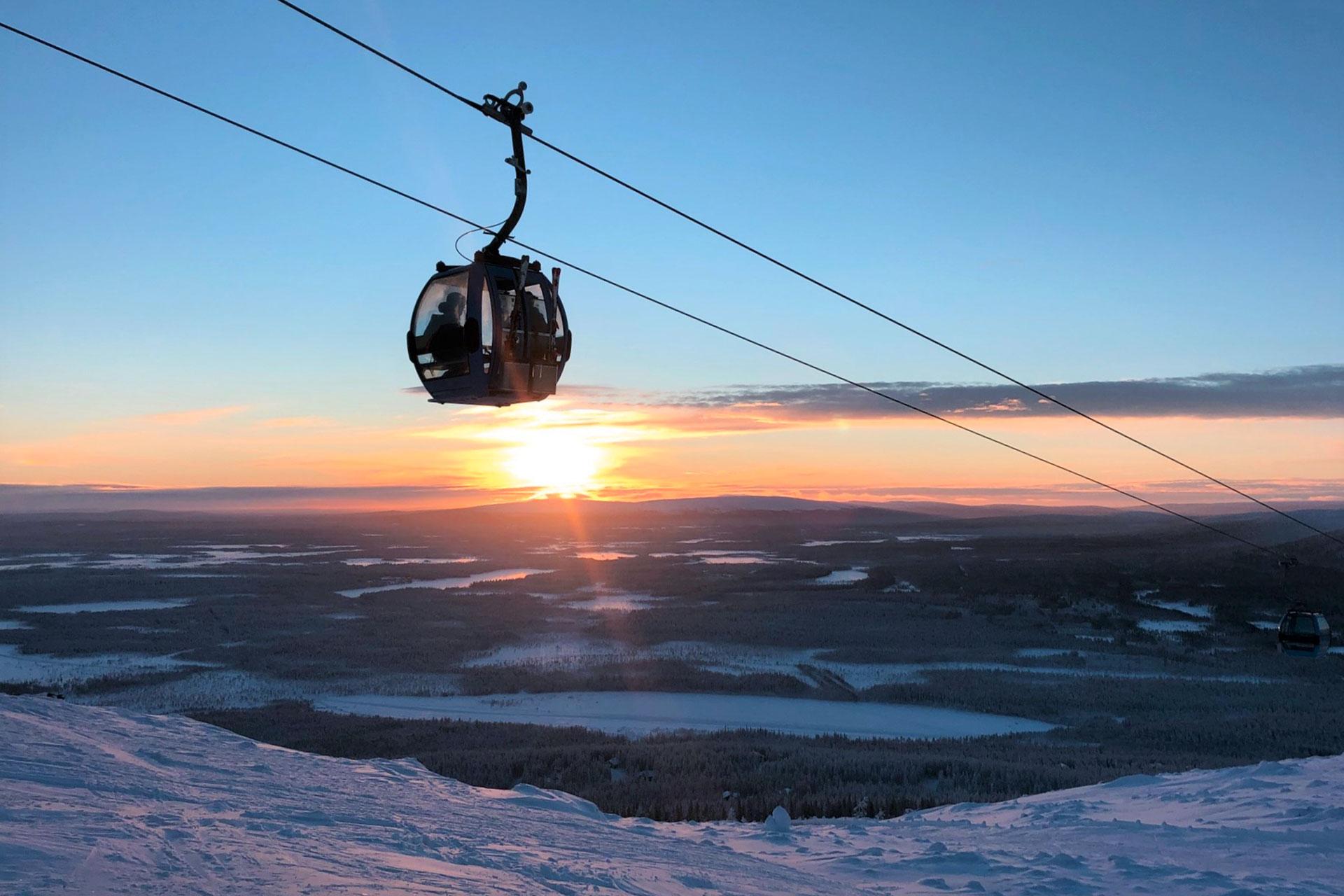 Talvilomalla Levillä voit nähdä upeita auringonlaskuja myös majoittuen Hotel Levi Panormassa, maisemahotellissa eturinteellä.