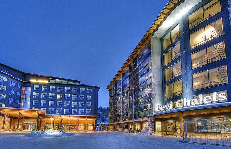 Hotel Levi Panorama ja Levi Chalets talvella.