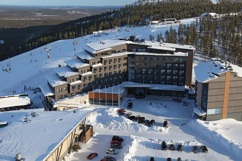 Hotel Levi Panorama talvella.