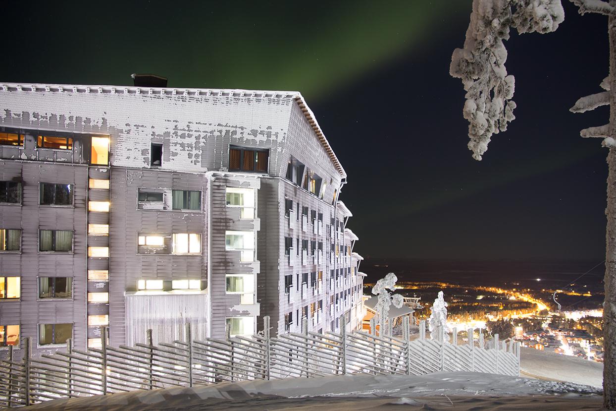 Talvinen kuva Hotel Levi Panoramasta Lapin Levillä.
