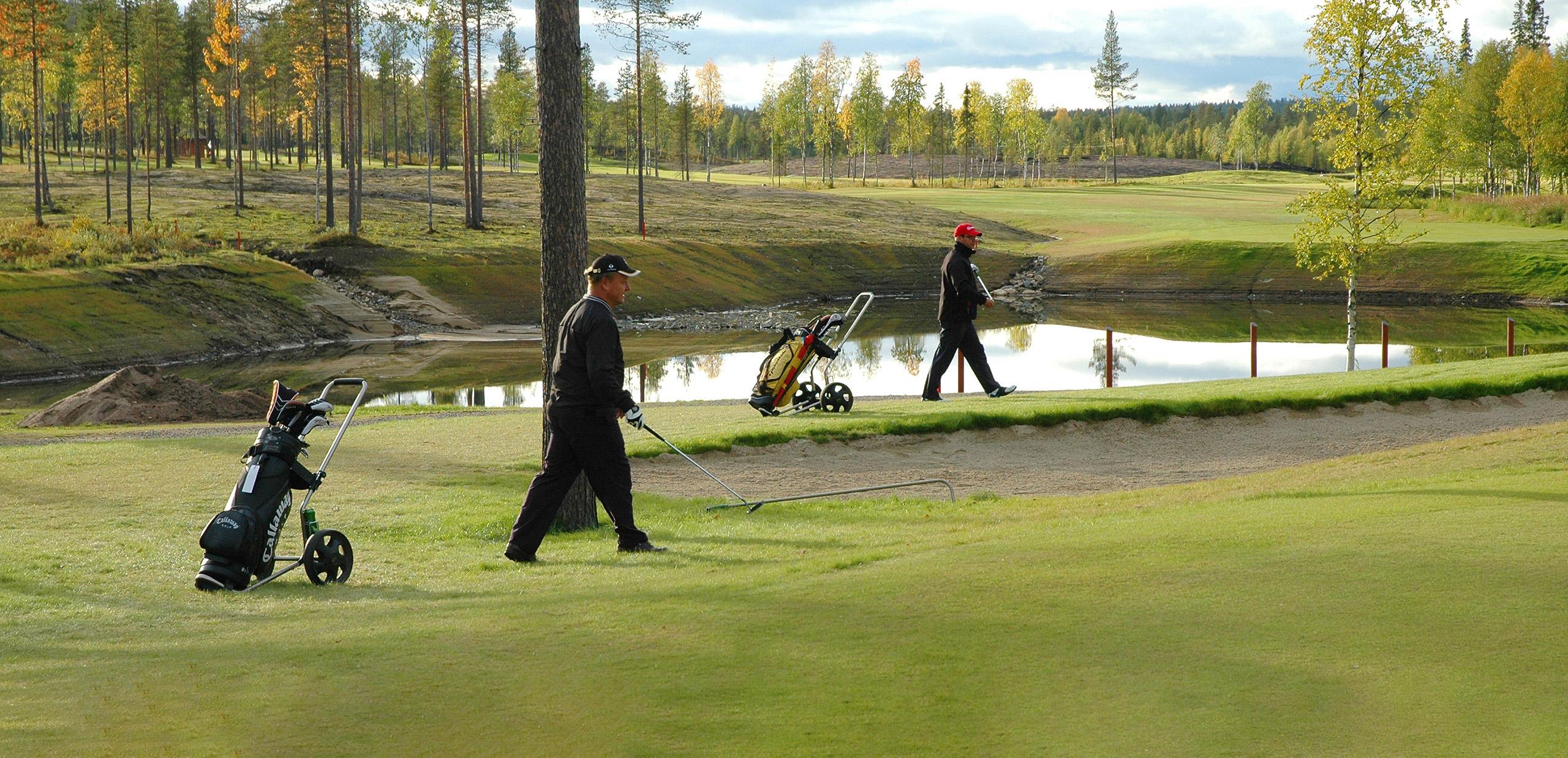 Golfaajat Levillä.