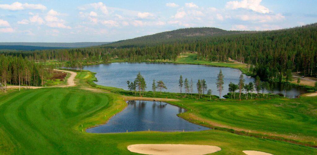 Golfkenttä Levillä, Taalojärven ympärillä.