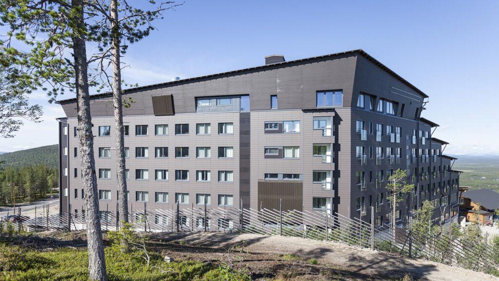 Hotelli Levi Panorama alkusyksyllä.