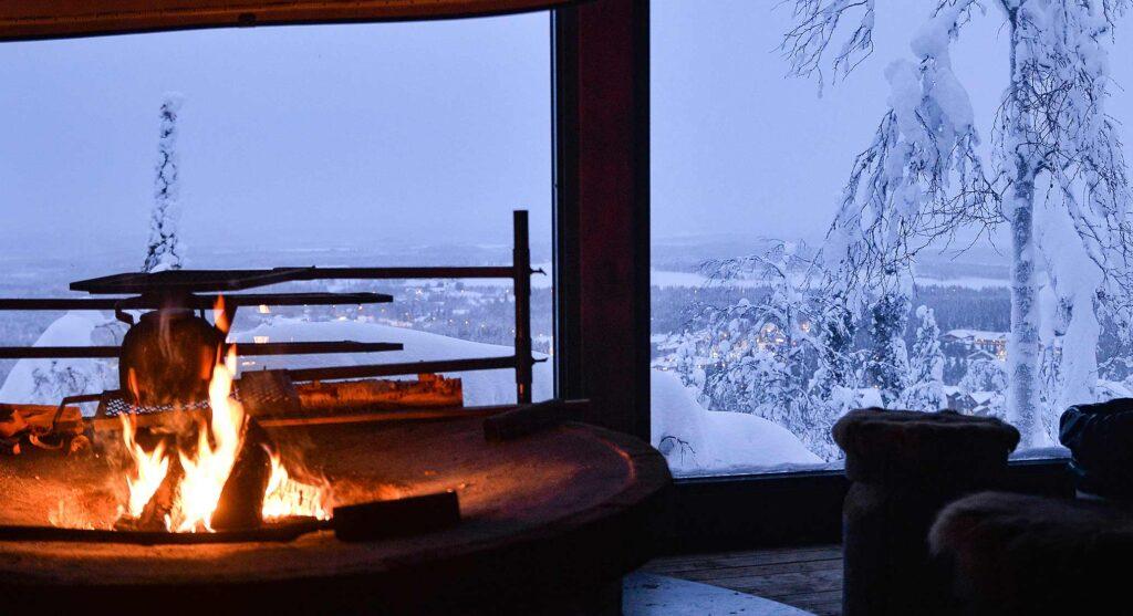 Café Laavun ikkunamaisema Levin Kittilässä.